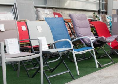 Des bains de soleil, des hamacs, des sièges extérieurs...