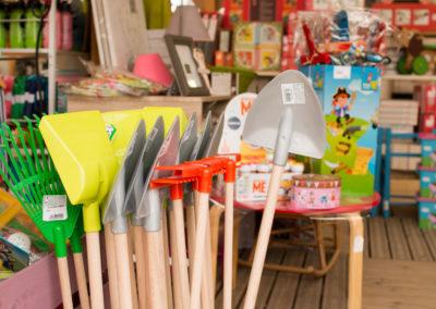 Des jouets pour que votre enfant jardine avec vous !