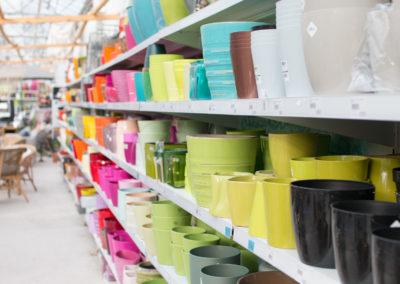 De nombreux pots pour donner de la couleur à votre jardin