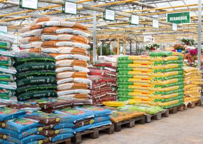 De nombreuses variétés de terreaux et produits d'entretien de votre jardin